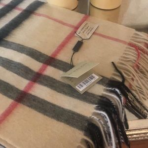 BURBERRY SCARF 100 % CASHMERE MADE IN ENGLAND